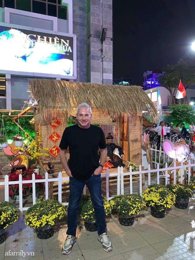 Chuyện gái Việt 26 tuổi yêu tỷ phú Mỹ 72 tuổi: Những ấn tượng khi ăn Tết tại Việt Nam và kỷ niệm đỏ mặt trong đêm Giao Thừa khiến ngài tỷ phú ám ảnh cả đời-13