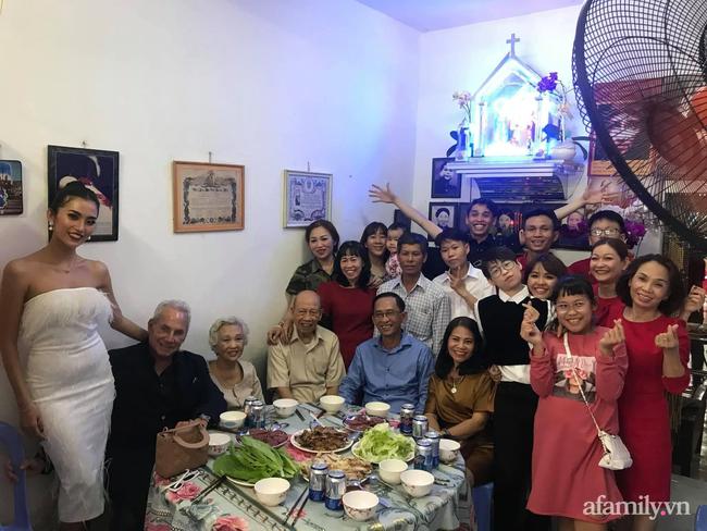 Chuyện gái Việt 26 tuổi yêu tỷ phú Mỹ 72 tuổi: Những ấn tượng khi ăn Tết tại Việt Nam và kỷ niệm đỏ mặt trong đêm Giao Thừa khiến ngài tỷ phú ám ảnh cả đời-11