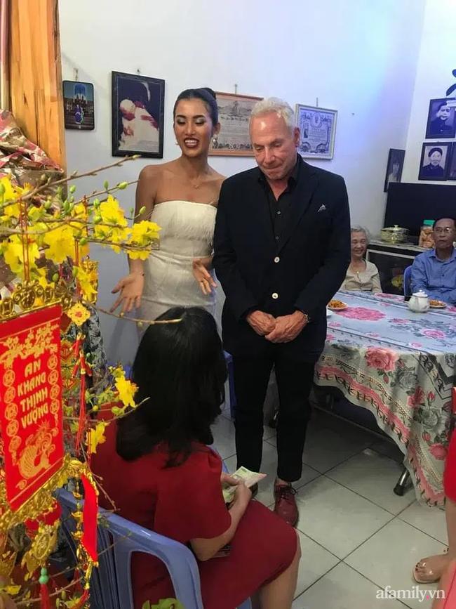 Chuyện gái Việt 26 tuổi yêu tỷ phú Mỹ 72 tuổi: Những ấn tượng khi ăn Tết tại Việt Nam và kỷ niệm đỏ mặt trong đêm Giao Thừa khiến ngài tỷ phú ám ảnh cả đời-10