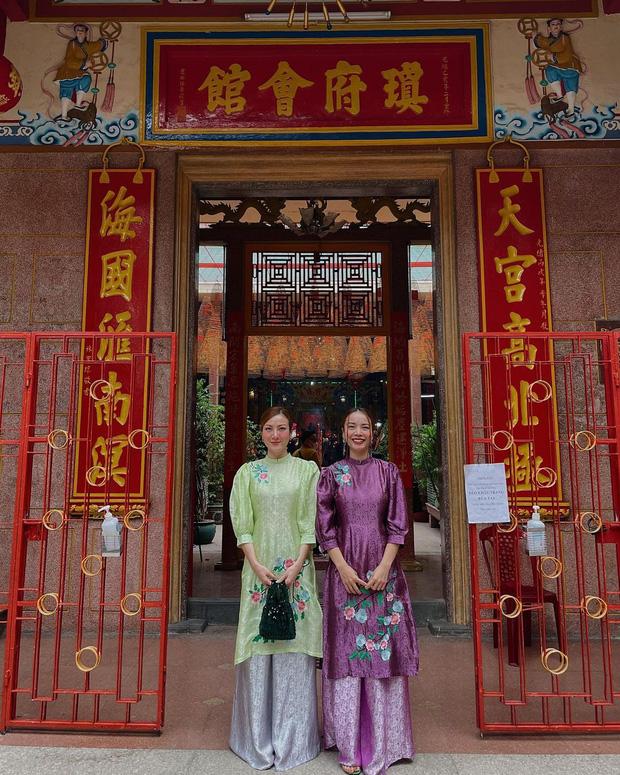 Sao Việt mặc gì đi lễ chùa đầu năm: Lệ Quyên, Angela Phương Trinh nền nã với áo dài, Sun Ht và Chi Pu lại gây tranh cãi-4
