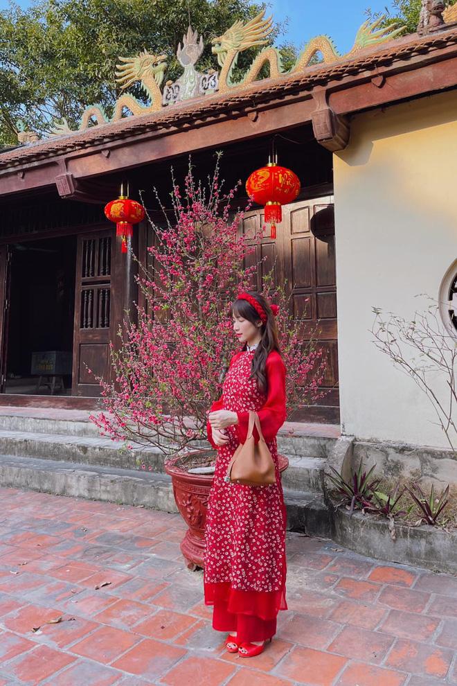 Sao Việt mặc gì đi lễ chùa đầu năm: Lệ Quyên, Angela Phương Trinh nền nã với áo dài, Sun Ht và Chi Pu lại gây tranh cãi-8