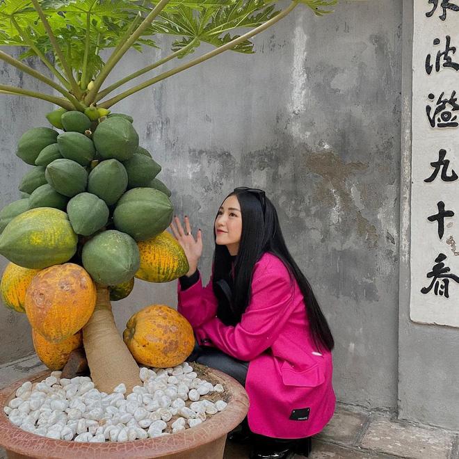 Sao Việt mặc gì đi lễ chùa đầu năm: Lệ Quyên, Angela Phương Trinh nền nã với áo dài, Sun Ht và Chi Pu lại gây tranh cãi-9