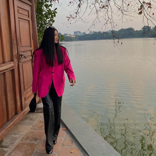Sao Việt mặc gì đi lễ chùa đầu năm: Lệ Quyên, Angela Phương Trinh nền nã với áo dài, Sun Ht và Chi Pu lại gây tranh cãi-10