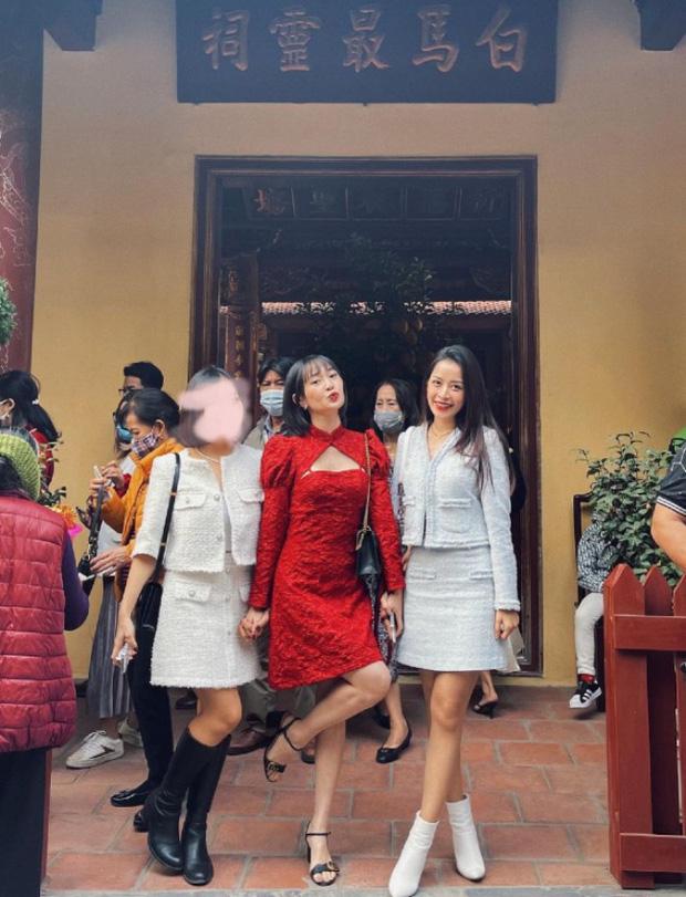 Sao Việt mặc gì đi lễ chùa đầu năm: Lệ Quyên, Angela Phương Trinh nền nã với áo dài, Sun Ht và Chi Pu lại gây tranh cãi-11