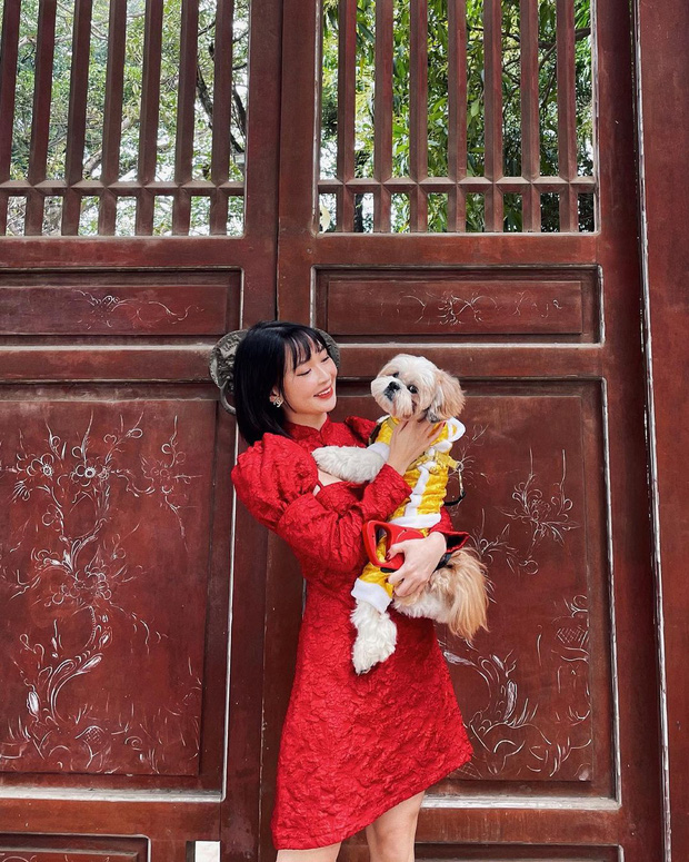 Sao Việt mặc gì đi lễ chùa đầu năm: Lệ Quyên, Angela Phương Trinh nền nã với áo dài, Sun Ht và Chi Pu lại gây tranh cãi-12