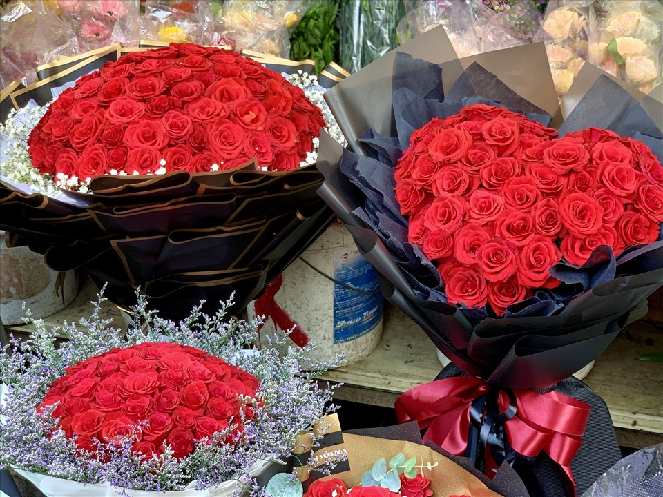TPHCM: Bó hồng siêu to khổng lồ tiền triệu đắt khách ngày Valentine-2