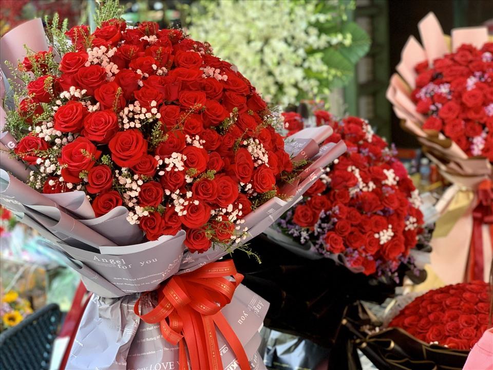 TPHCM: Bó hồng siêu to khổng lồ tiền triệu đắt khách ngày Valentine-3