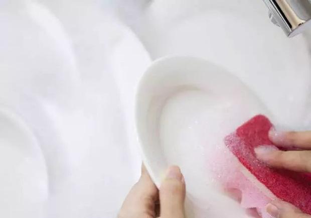 5 sai lầm khi rửa bát khiến vi khuẩn tăng 70.000 lần, không rửa sạch thì bạn sẽ ăn hết chúng vào bụng-1