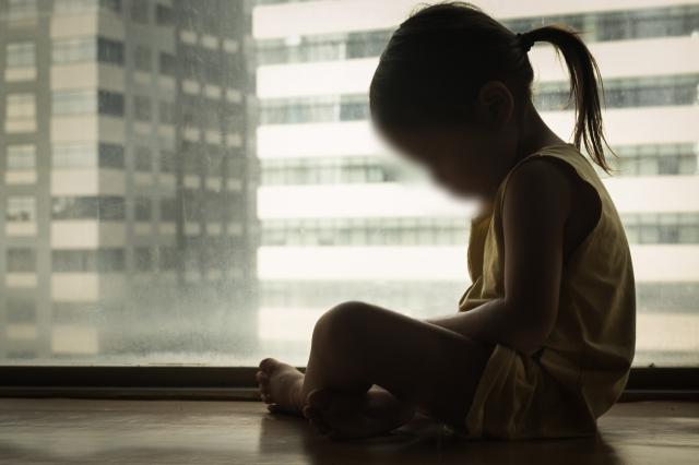 Trước thềm năm mới, thi thể bé gái 3 tuổi được bà ngoại tìm thấy trong căn biệt thự trống không, lời khai của người mẹ bỏ rơi con gây sục sôi-2
