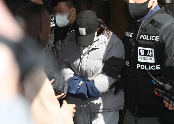 Trước thềm năm mới, thi thể bé gái 3 tuổi được bà ngoại tìm thấy trong căn biệt thự trống không, lời khai của người mẹ bỏ rơi con gây sục sôi-3