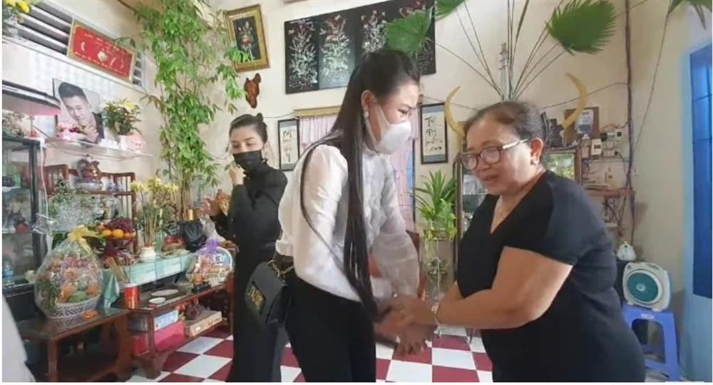 Vợ 2 Vân Quang Long tổ chức lễ cúng 49 ngày cho chồng-3