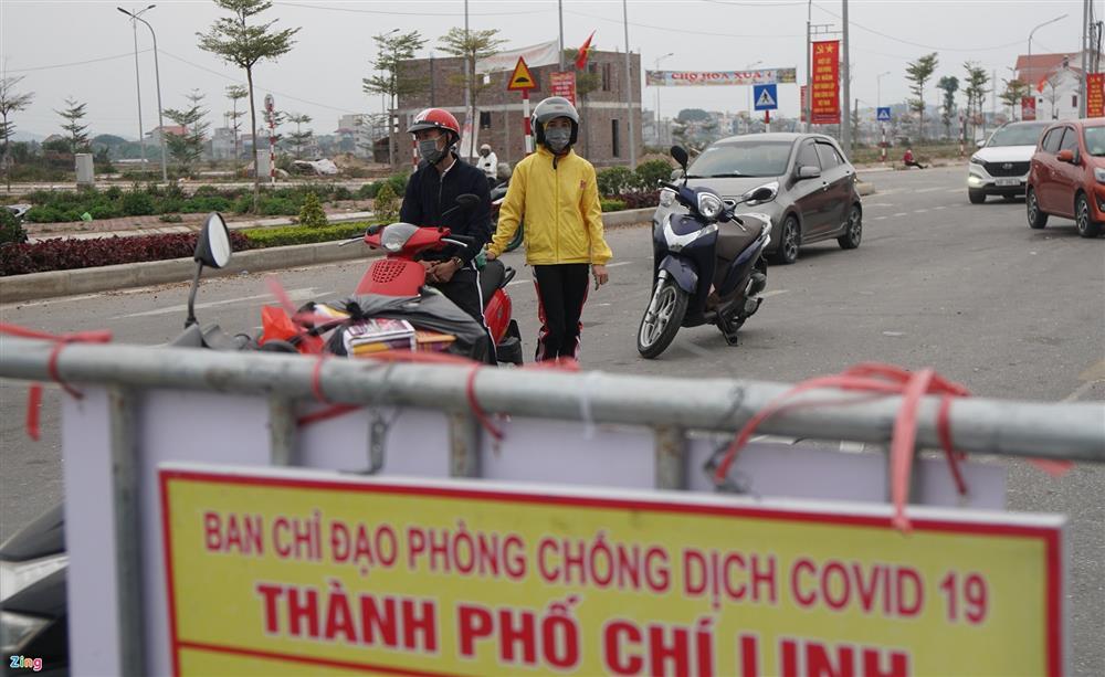 Nhiều người xin vượt chốt kiểm dịch ở Chí Linh bất thành-3