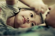 Thật đáng buồn nếu bé có 3 biểu hiện này: Không phải EQ cao mà là trẻ đang thiếu thốn tình thương đấy!
