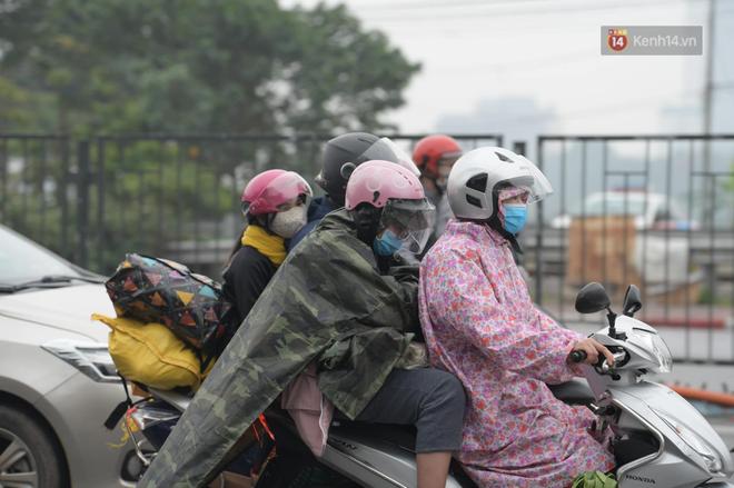 Ảnh: Chiều mùng 5 Tết, cửa ngõ Hà Nội lại ùn tắc do dòng người từ các tỉnh thành đổ về-18