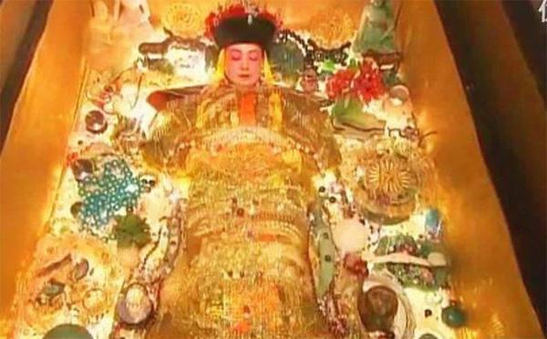 Di thể thảm hại của Từ Hi Thái hậu sau khi bị bè lũ trộm mộ Tôn Điện Anh vũ nhục-2