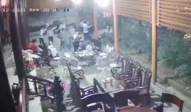 Hàng chục thanh niên xông vào nhà chém người: Nguồn cơn từ cuộc rượu chúc Tết-1