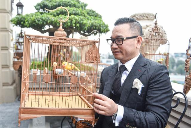 Tay cầm tiền tỷ, đại gia cũng không mua nổi chim ngũ sắc độc nhất Việt Nam-7