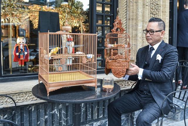 Tay cầm tiền tỷ, đại gia cũng không mua nổi chim ngũ sắc độc nhất Việt Nam-1