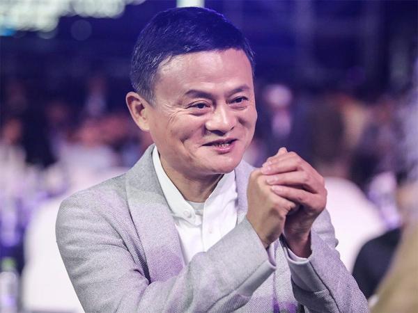 Người già xếp hàng dài nhận lì xì của Jack Ma vì tin giả-2