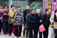 Người già xếp hàng dài nhận lì xì của Jack Ma vì tin giả
