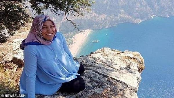 Vợ ôm bụng bầu chụp hình ở vách núi mà chẳng nhận ra nụ cười nham hiểm của gã chồng tàn độc trước khi bị xô ngã đến chết-2
