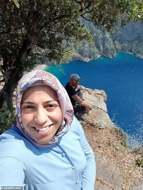 Vợ ôm bụng bầu chụp hình ở vách núi mà chẳng nhận ra nụ cười nham hiểm của gã chồng tàn độc trước khi bị xô ngã đến chết-3