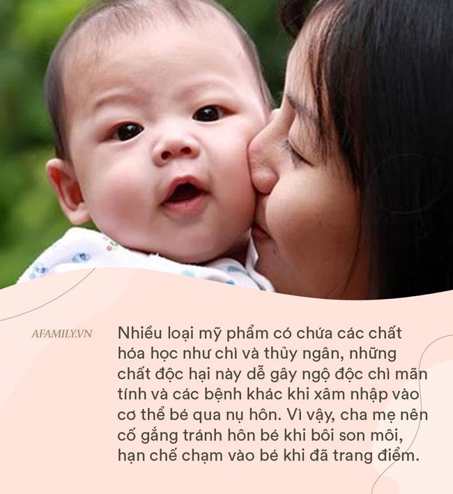 Bé gái 18 tháng tuổi bị nhiễm vi rút sinh dục từ nụ hôn của mẹ, cảnh báo người lớn không hôn trẻ trong 9 tình huống này-4