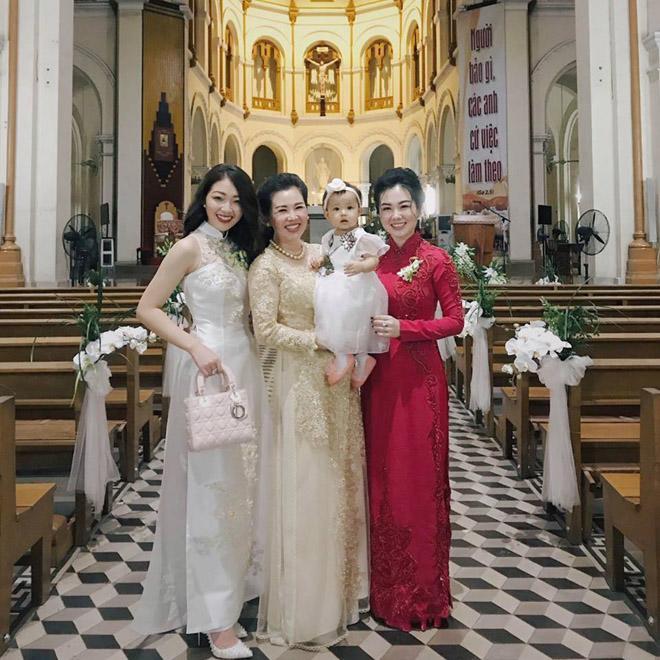 Cô dâu 200 cây vàng ở Nam Định khoe con gái xinh tròn 1 tuổi, chỉ nhìn dáng ngồi của bé cũng thấy ngay cả một đời vương giả-3