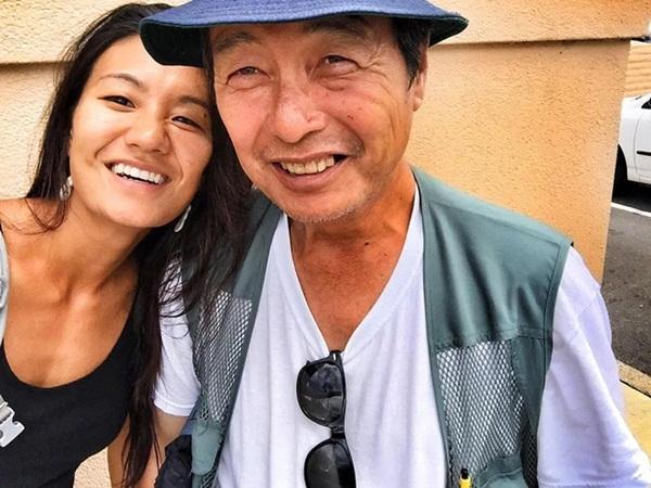 Đi chụp hình người vô gia cư, cô gái khóc nghẹn khi biết danh tính người đàn ông rách rưới trong bức ảnh mình vô tình chụp được-8