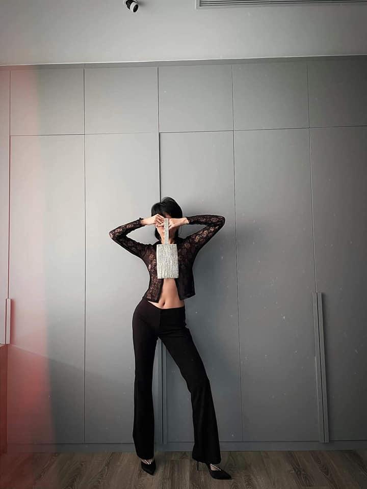 Tóc Tiên chơi lớn diện áo ren xuyên thấu lộ nội y-2