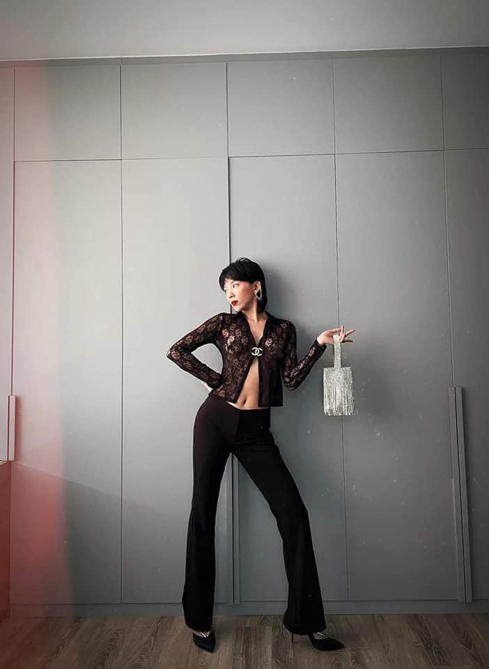 Tóc Tiên chơi lớn diện áo ren xuyên thấu lộ nội y-3