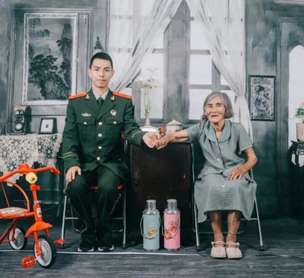 Bộ ảnh cưới của chàng lính cứu hỏa và cô dâu hơn 61 tuổi gây chấn động MXH, hóa ra đằng sau là câu chuyện ấm lòng ít ai đoán được-2