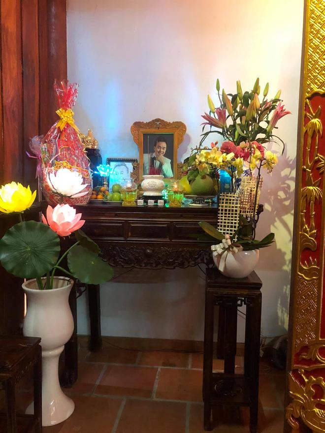 Lâm Vỹ Dạ, Phạm Quỳnh Anh và dàn sao tụ họp tại đền thờ tổ 100 tỷ đồng của NS Hoài Linh, chia sẻ gây xúc động về cố NS Chí Tài-5