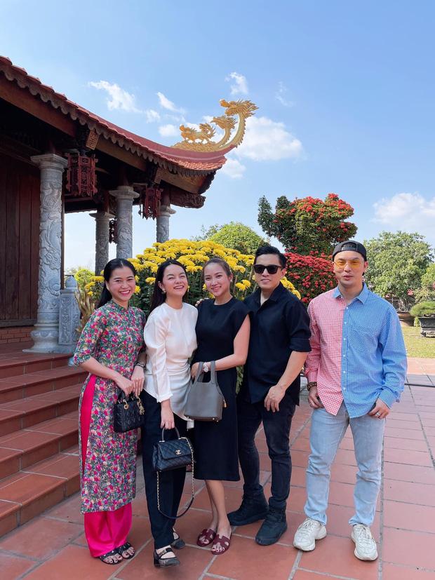 Lâm Vỹ Dạ, Phạm Quỳnh Anh và dàn sao tụ họp tại đền thờ tổ 100 tỷ đồng của NS Hoài Linh, chia sẻ gây xúc động về cố NS Chí Tài-4