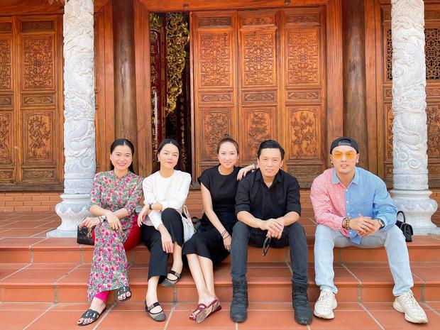 Lâm Vỹ Dạ, Phạm Quỳnh Anh và dàn sao tụ họp tại đền thờ tổ 100 tỷ đồng của NS Hoài Linh, chia sẻ gây xúc động về cố NS Chí Tài-3