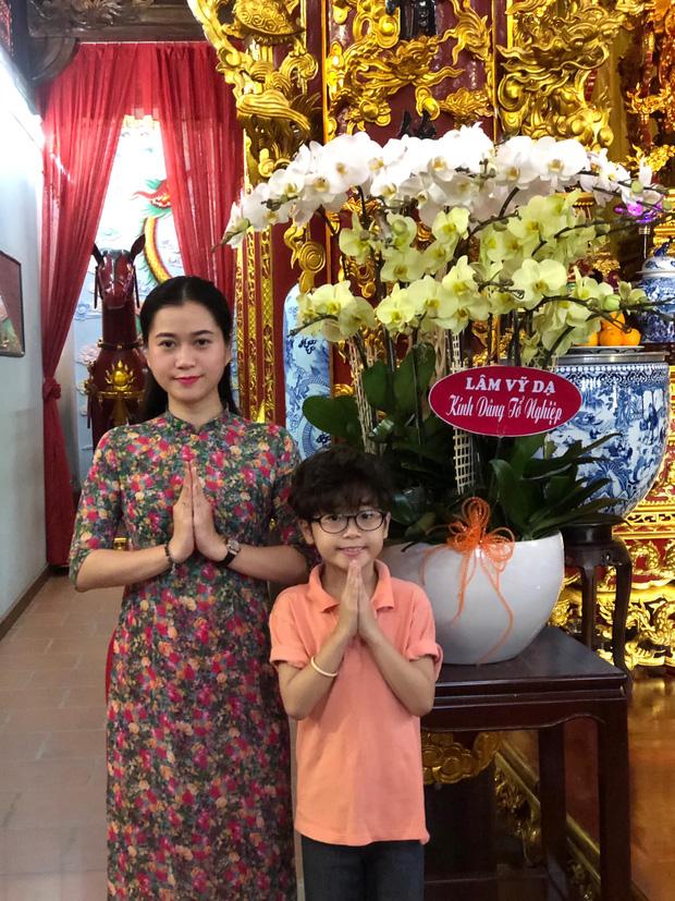 Lâm Vỹ Dạ, Phạm Quỳnh Anh và dàn sao tụ họp tại đền thờ tổ 100 tỷ đồng của NS Hoài Linh, chia sẻ gây xúc động về cố NS Chí Tài-2
