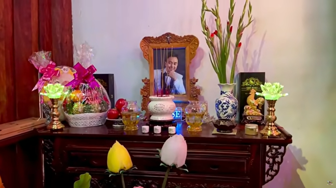 Lâm Vỹ Dạ, Phạm Quỳnh Anh và dàn sao tụ họp tại đền thờ tổ 100 tỷ đồng của NS Hoài Linh, chia sẻ gây xúc động về cố NS Chí Tài-6