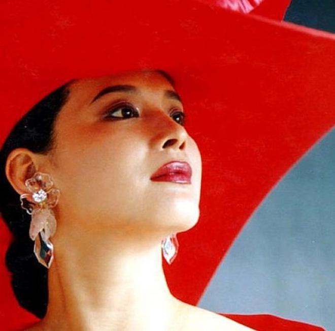 Vạn Thánh công chúa Tây du ký 1986: Đẹp như Tây Thi, trùm truyền thông, cuộc sống xa hoa giàu có-3
