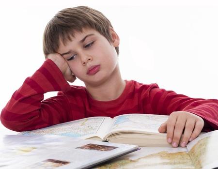 Con ghét đọc, nhà nhiều sách cũng vô ích: Bố mẹ áp dụng ngay những cách sau, bé tự dưng thích đọc sách mà không cần phải ép-1