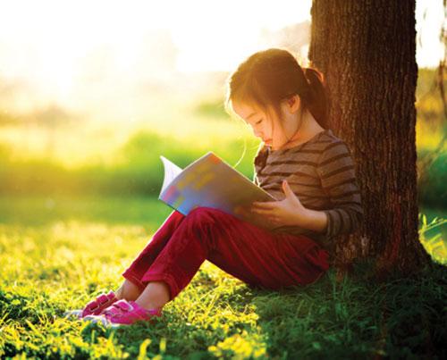Con ghét đọc, nhà nhiều sách cũng vô ích: Bố mẹ áp dụng ngay những cách sau, bé tự dưng thích đọc sách mà không cần phải ép-3