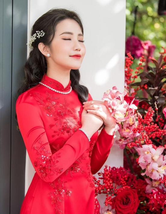 """Bà xã Phan Thành trổ tài nấu món canh nui hậu Tết, nhưng nhìn kỹ món cà rốt tỉa hoa khiến hội chị em tranh cãi liệu có cầu kỳ quá không?""""-4"""