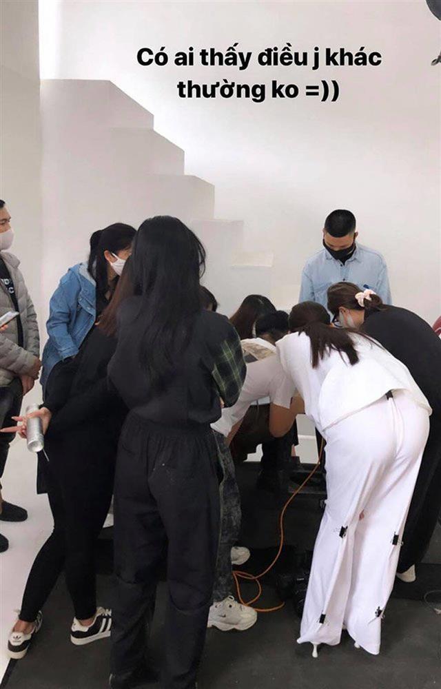 Ngọc Trinh đánh lừa fan không cao tay bằng HHen Niê chữa cháy váy áo-1