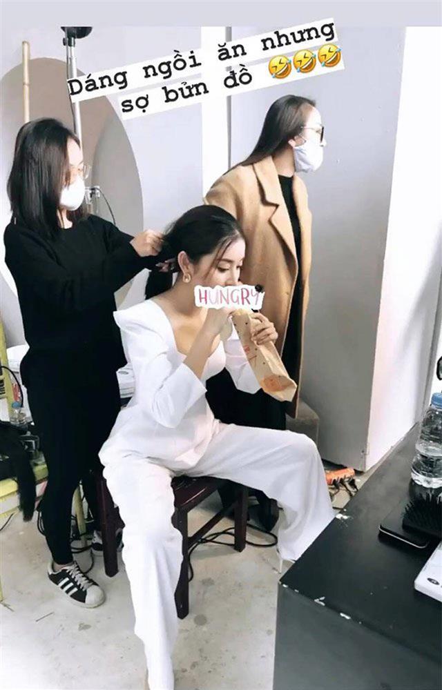 Ngọc Trinh đánh lừa fan không cao tay bằng HHen Niê chữa cháy váy áo-2