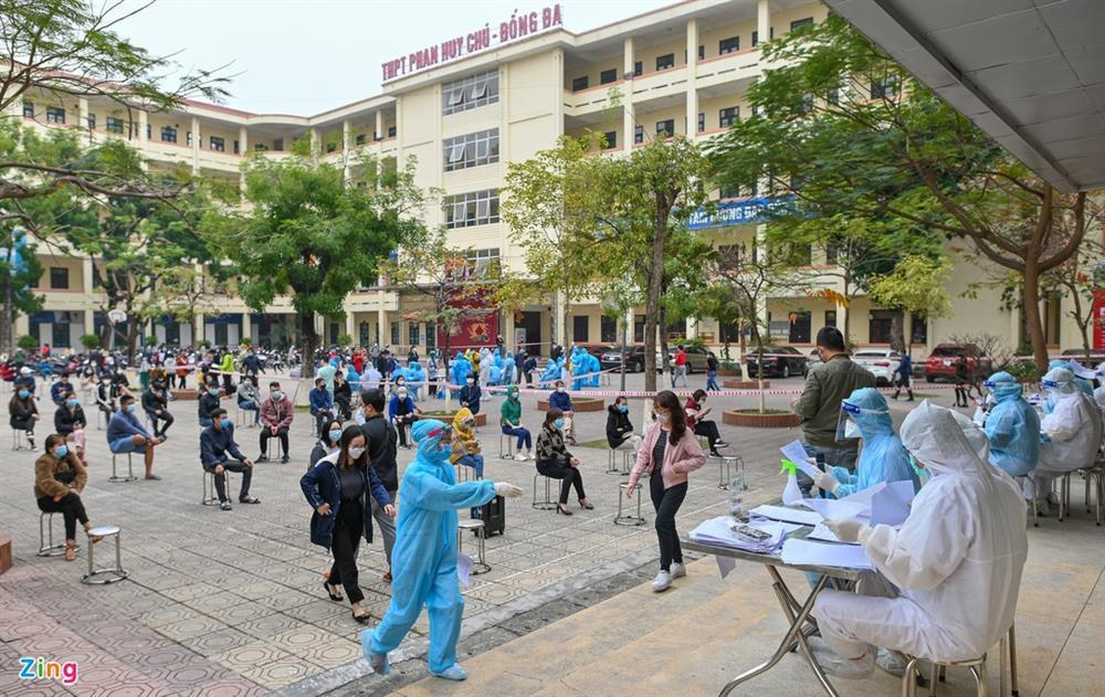 Hà Nội lấy hàng nghìn mẫu xét nghiệm cho người trở về từ vùng dịch-1