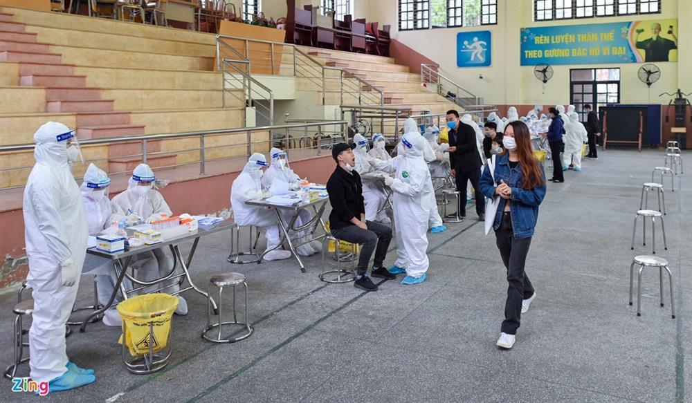 Hà Nội lấy hàng nghìn mẫu xét nghiệm cho người trở về từ vùng dịch-6