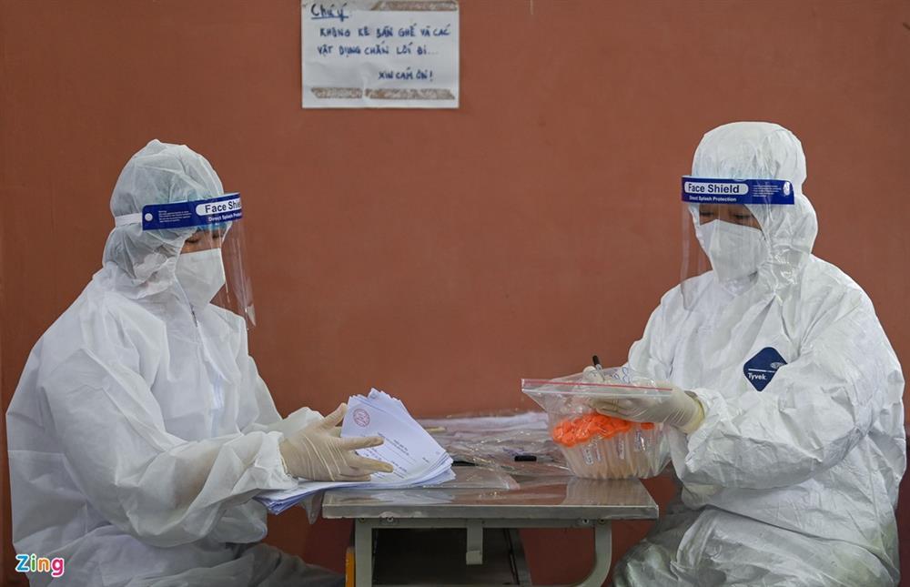 Hà Nội lấy hàng nghìn mẫu xét nghiệm cho người trở về từ vùng dịch-10