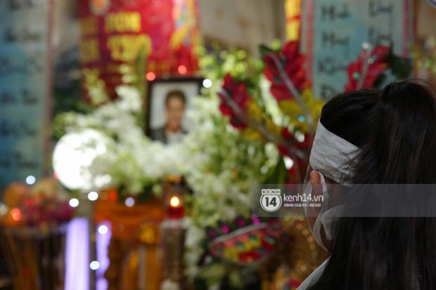 Lễ an táng diễn viên Hải Đăng: Nụ cười trên di ảnh gây xót xa, vợ chưa cưới suy sụp, bạn bè và người thân khóc nghẹn bên linh cữu-8