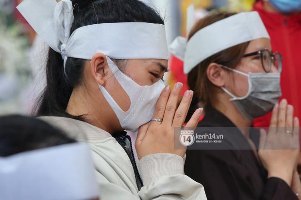Lễ an táng diễn viên Hải Đăng: Nụ cười trên di ảnh gây xót xa, vợ chưa cưới suy sụp, bạn bè và người thân khóc nghẹn bên linh cữu-3