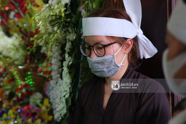 Lễ an táng diễn viên Hải Đăng: Nụ cười trên di ảnh gây xót xa, vợ chưa cưới suy sụp, bạn bè và người thân khóc nghẹn bên linh cữu-4