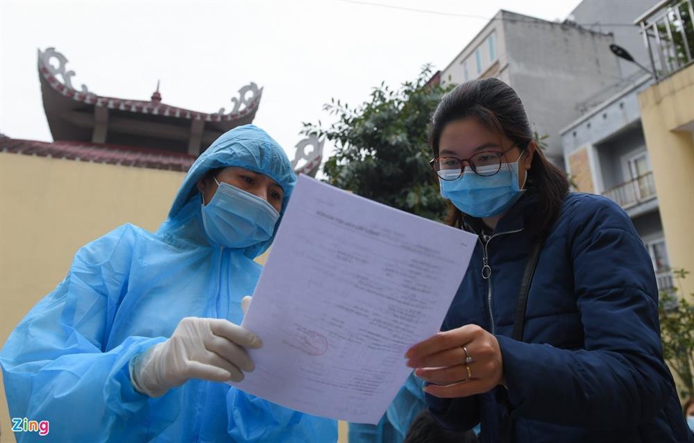 Hà Nội lấy hàng nghìn mẫu xét nghiệm cho người trở về từ vùng dịch-12